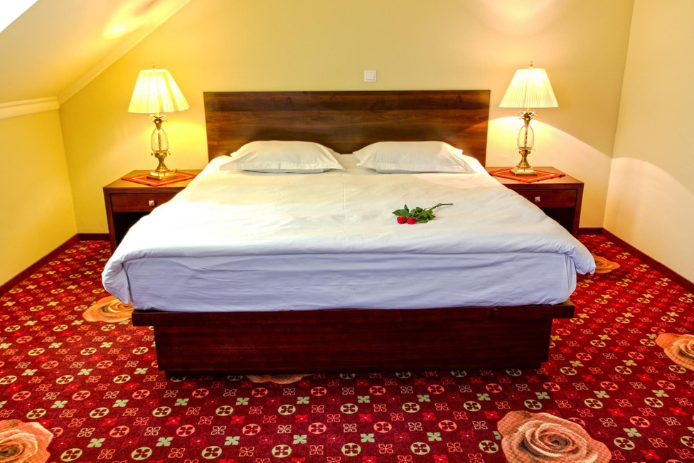 Double room with one marriage bed (king size type)